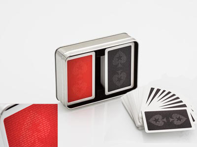Sada dvou balíčků karet PokerStars v plechové krabičce